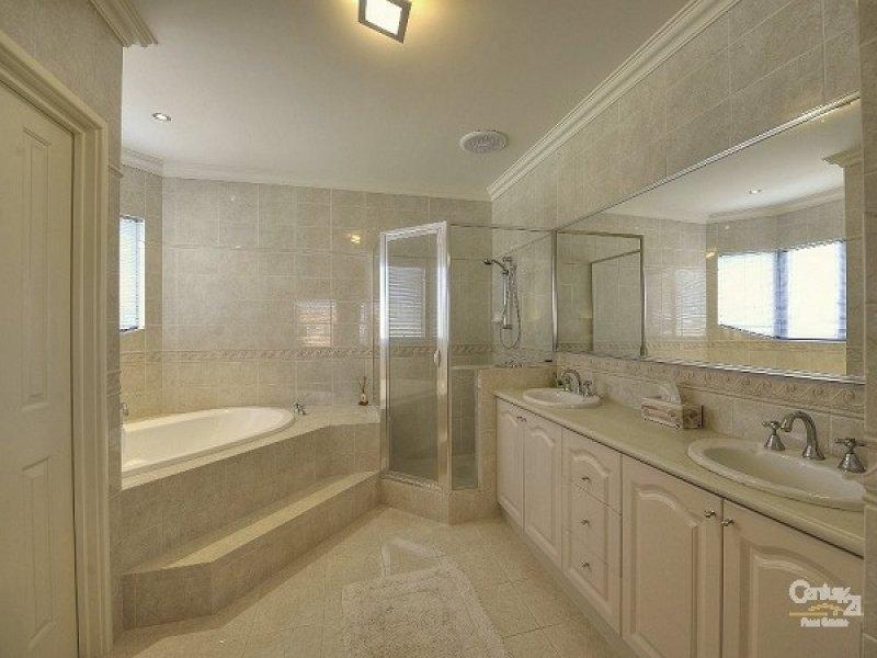 Classic Bathrooms: Classic Bathroom Design With Corner Bath Using Stone