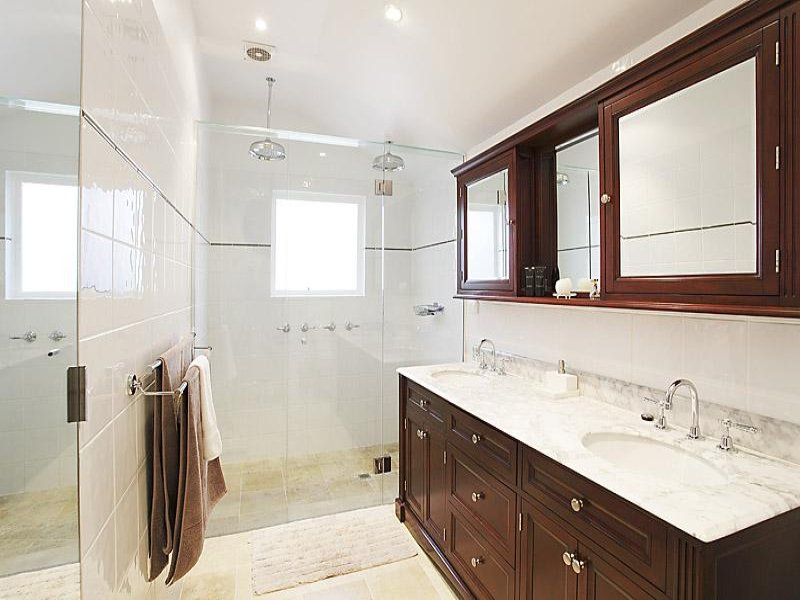 Classic bathroom design with twin basins using ceramic - Bathroom Photo 395646
