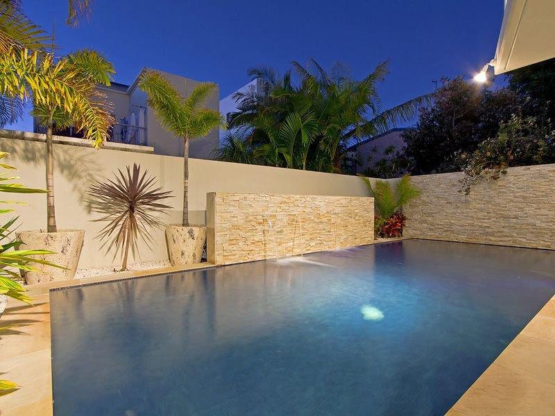 Geometric pool design using natural stone with retaining for Pool design retaining wall