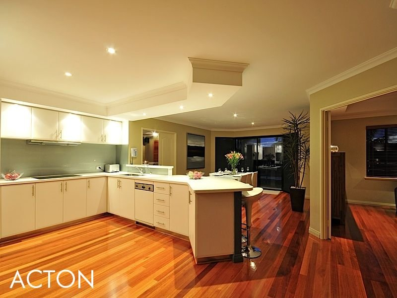 Classic kitchen-dining kitchen design using floorboards - Kitchen Photo 400588