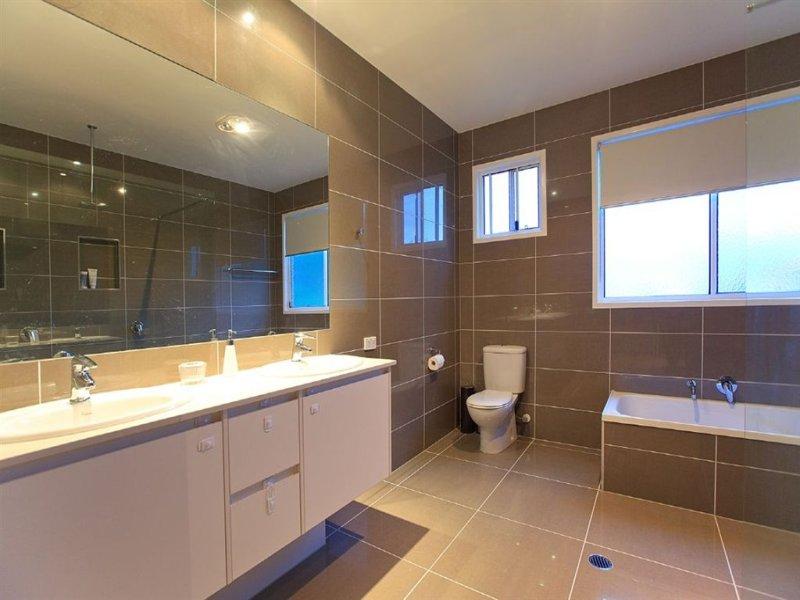 Modern bathroom design with recessed bath using ceramic for Mocha bathroom ideas