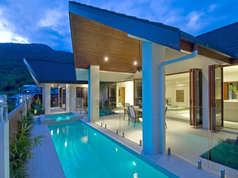 Modern Pool Design Using Glass With Glass Balustrade