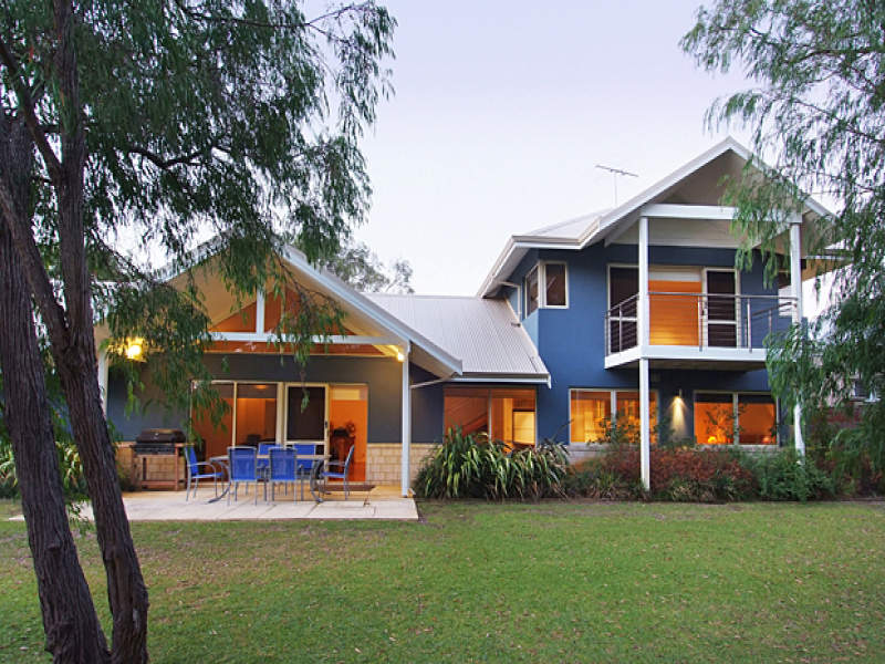Photo of a corrugated iron house exterior from real for Corrugated iron home designs