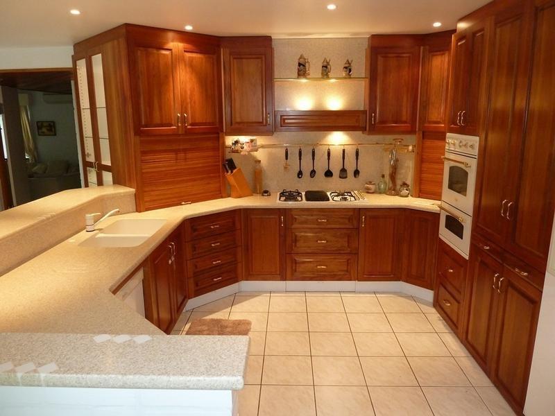 Modern u-shaped kitchen design using granite - Kitchen ...