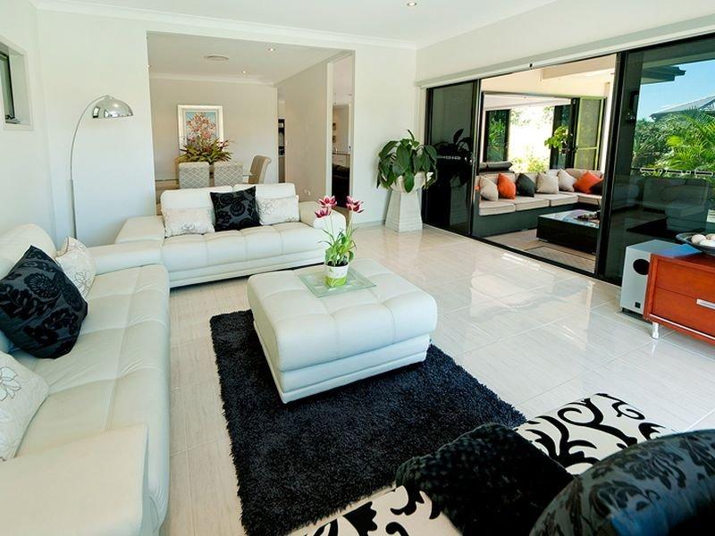 Split Level Living Room Using White Colours With Carpet