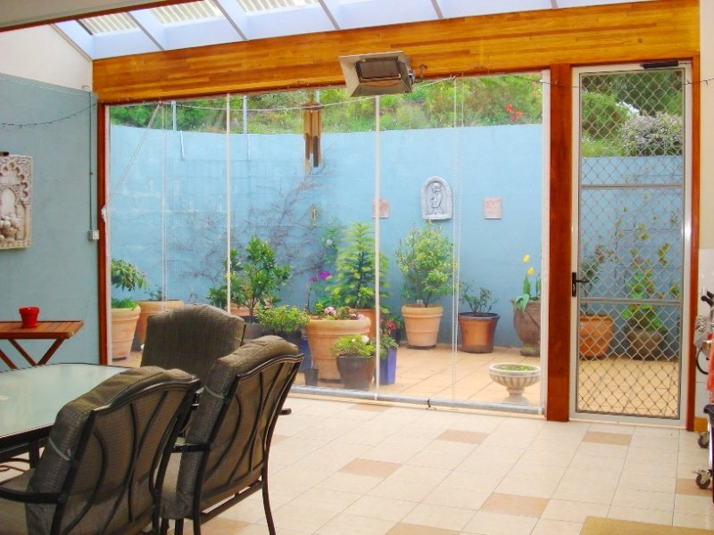 Low maintenance garden design using tiles with deck for Low maintenance outdoor furniture