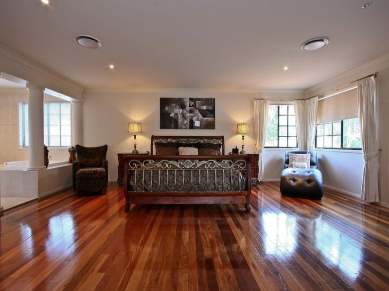 Modern Bedroom Design Idea With Floorboards amp Bi fold
