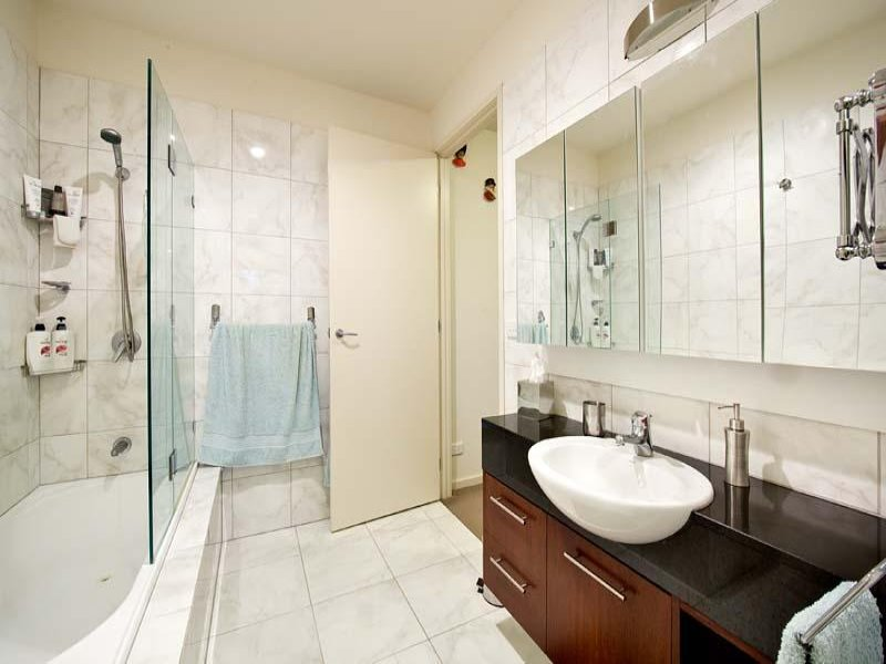 Glass In A Bathroom Design From An Australian Home   Bathroom Photo 1291088