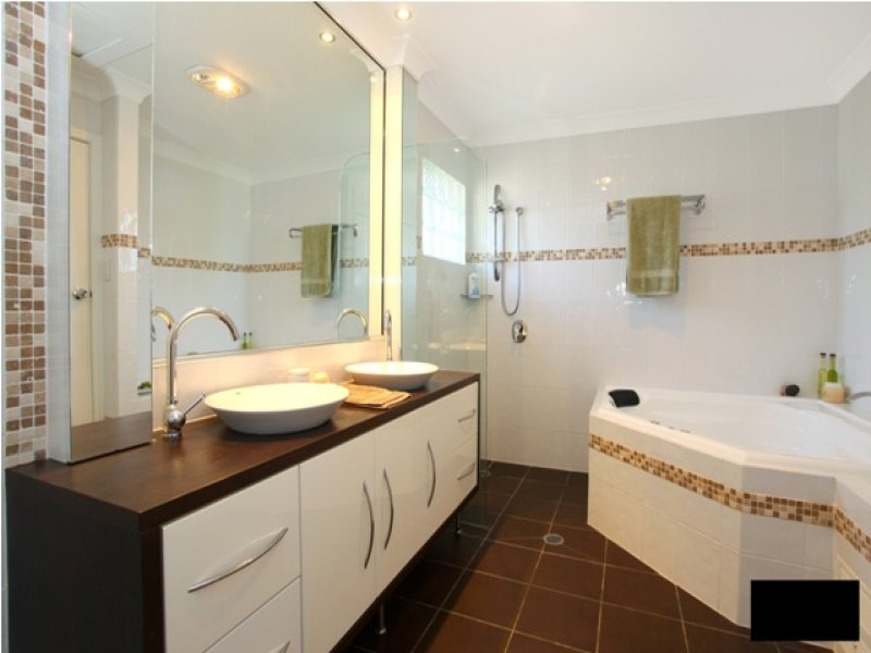 Tiles in a bathroom design from an australian home for Australian small bathroom design