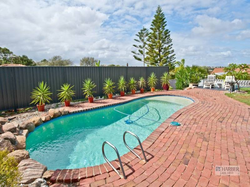 Enclosed Outdoor Living Design With Pool Outdoor