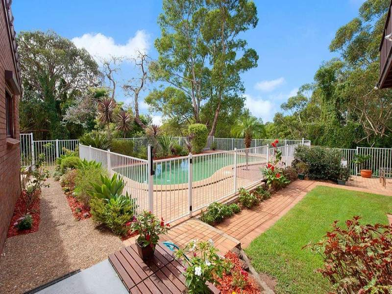 modern garden design using brick with bbq area  u0026 latticework fence