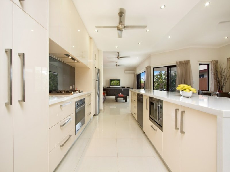 Decorative lighting in a kitchen design from an Australian home - Kitchen Photo 449474