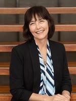 Lyn Earle