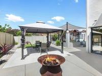 77 Thomas Royal Gardens, Queanbeyan, NSW 2620