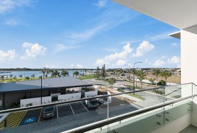 2201/39 Lakeview Promenade, Newport, Qld 4020