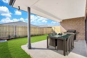 7 Loveday Street (1205), Oran Park, NSW 2570