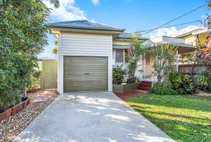 18 GRIFFITH RD, Scarborough, Qld 4020