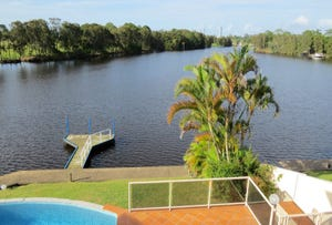 28 St Martin Place, Clear Island Waters, Qld 4226