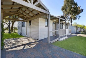 7 Spotted Gum Drive, Lake Hume Resort, Albury, NSW 2640