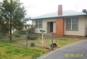 4 WAUGOOLA ST, Cowra, NSW 2794