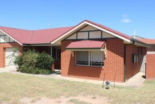 1/2 Bamarook Crescent, Glenfield Park, NSW 2650