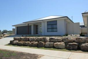 1/12 Paradise Drive, Gobbagombalin, NSW 2650