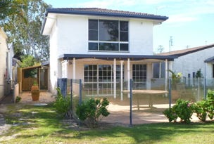 West Villa/32 Queen Lane, Iluka, NSW 2466