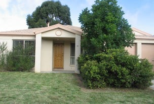 27 Thomas Royal Gardens, Queanbeyan East, NSW 2620