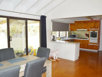 11 Rintoull Court, Rosedale, Vic 3847