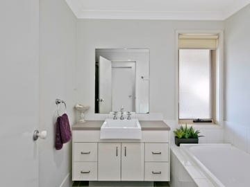 8 Spadacini Place, Goulburn, NSW 2580