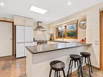 8 Hedgeley Close, Wantirna South, Vic 3152