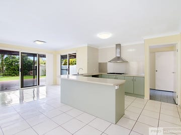 3 Eastbourne Chase, Arundel, Qld 4214