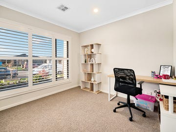 14 Moorgate Road, Clyde North, Vic 3978