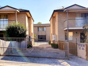 Unit 1,2,3,4/4 Fitzroy Street, Churchill, Qld 4305
