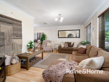 10 Tura Place, Glenfield Park, NSW 2650