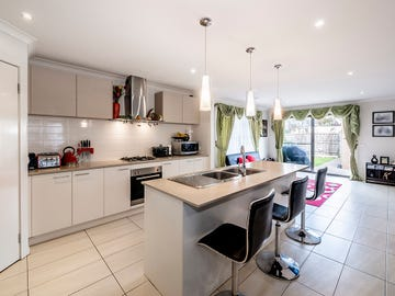 15 Brolin Terrace, Cranbourne North, Vic 3977