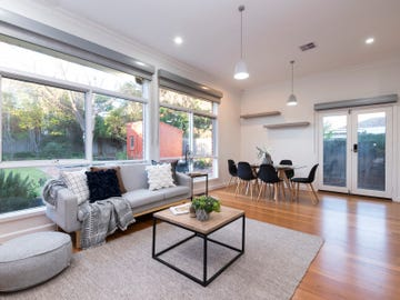 8 Upland Road, Strathmore, Vic 3041