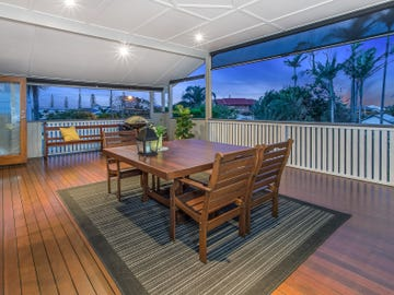 10 Margaret st, Scarborough, Qld 4020