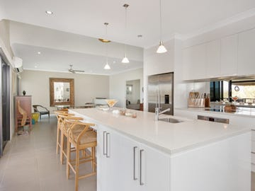 15 Eucalyptus Place, Kirkwood, Qld 4680