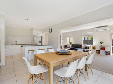 76 Sovereign Manors Crescent, Rowville, Vic 3178