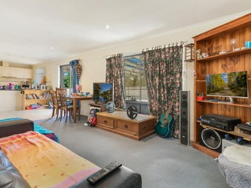 8 Coralee Place, Golden Square, Vic 3555