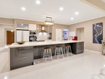 23 Montevideo Drive, Clear Island Waters, Qld 4226