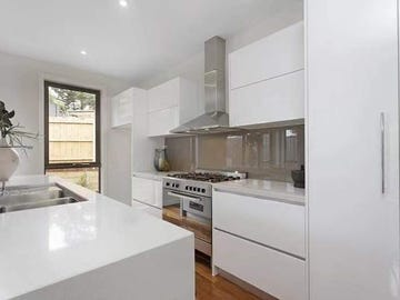 1/2 Angus Grove, Doncaster, Vic 3108