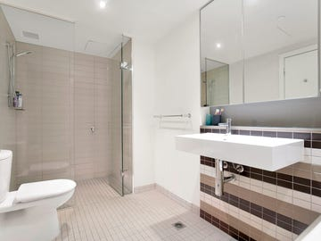 1B/8 Waterside Place, Docklands, Vic 3008