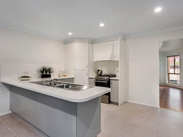 2/18 San Remo Drive, Avondale Heights, Vic 3034