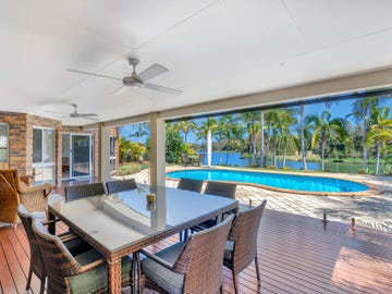 6 St Martin Place, Clear Island Waters, Qld 4226
