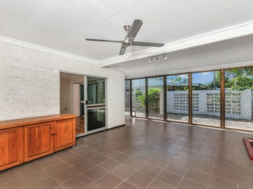 27 Tamarind St, Holloways Beach, Qld 4878