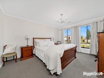 16 Light fingers st, Kurunjang, Vic 3337