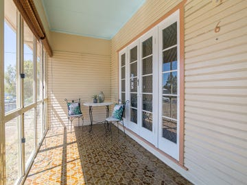 6 Hayes Street, Raceview, Qld 4305