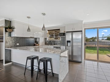 7 Russell Court, Wyreema, Qld 4352